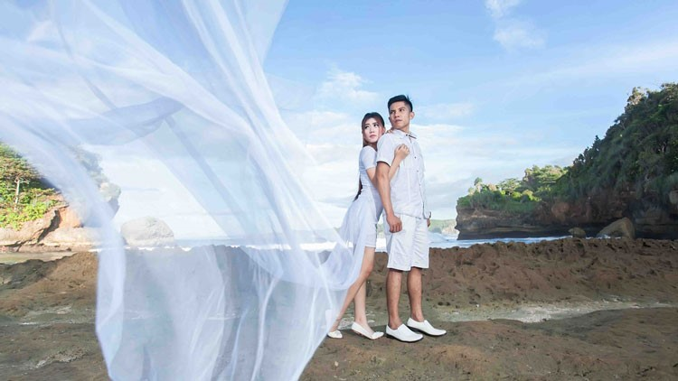 prewedding casual klasik putih