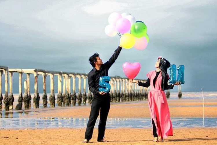 contoh prewedding outdoor pantai