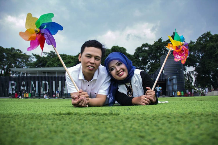 pose prewedding islami